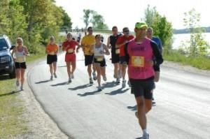 Runners in the 2007 Bayshore. / Photo courtesy http://srlopez-maniac111.blogspot.com/2007/05/052607-bayshore-marathon.html