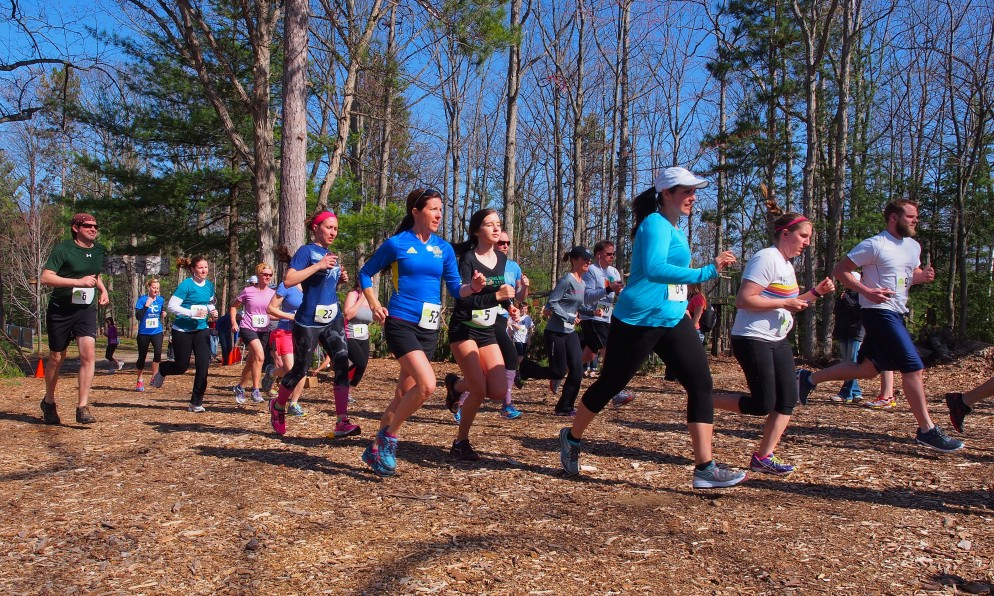 And we're off ... (I'm in blue, with Emma, in black, next to me) /photo courtesy Run The Ridge 10K Team Relay